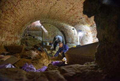 У храмі XVII ст у Комарно досліджують давні крипти